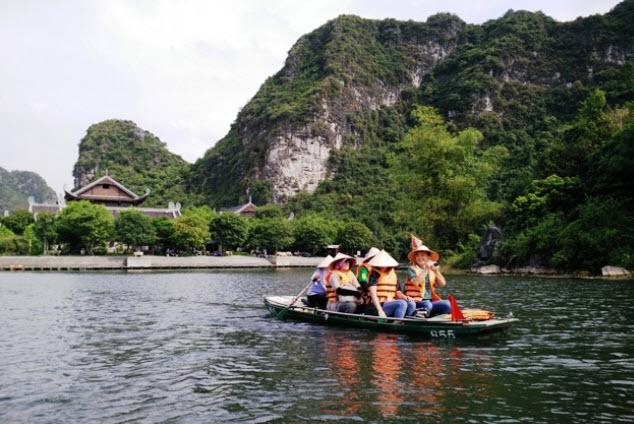 du thuyền trên sông tại Ninh Bình